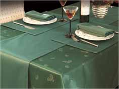 Laying your table for Christmas: 10 best table cloths and runners ...