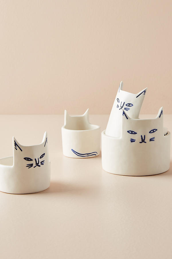 Aren't these measuring cups super cute? We love the cat design!