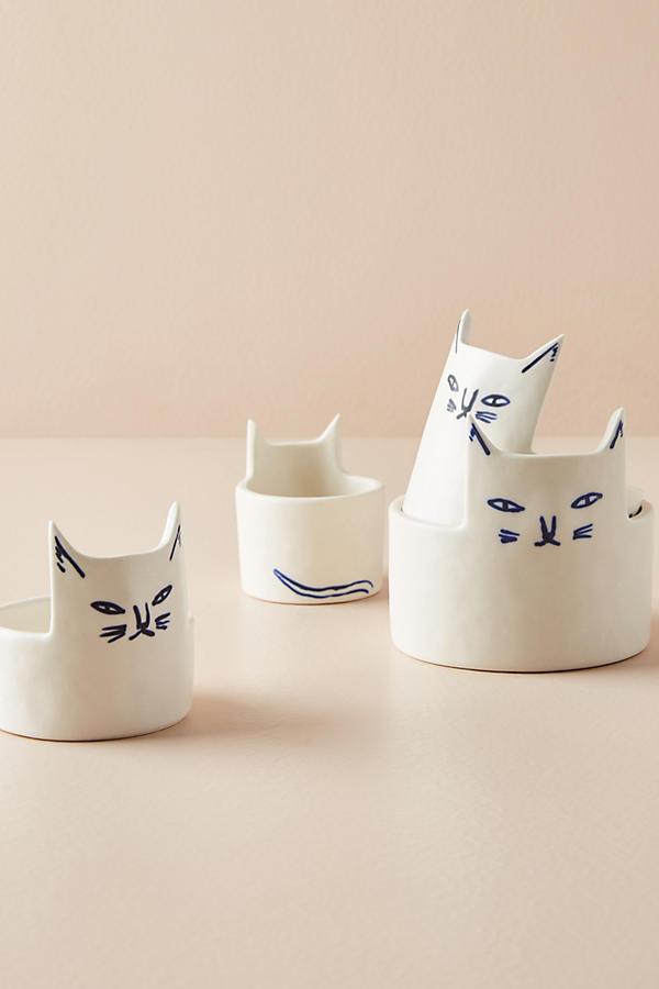 Aren't these measuring cups super cute? We love the cat design!